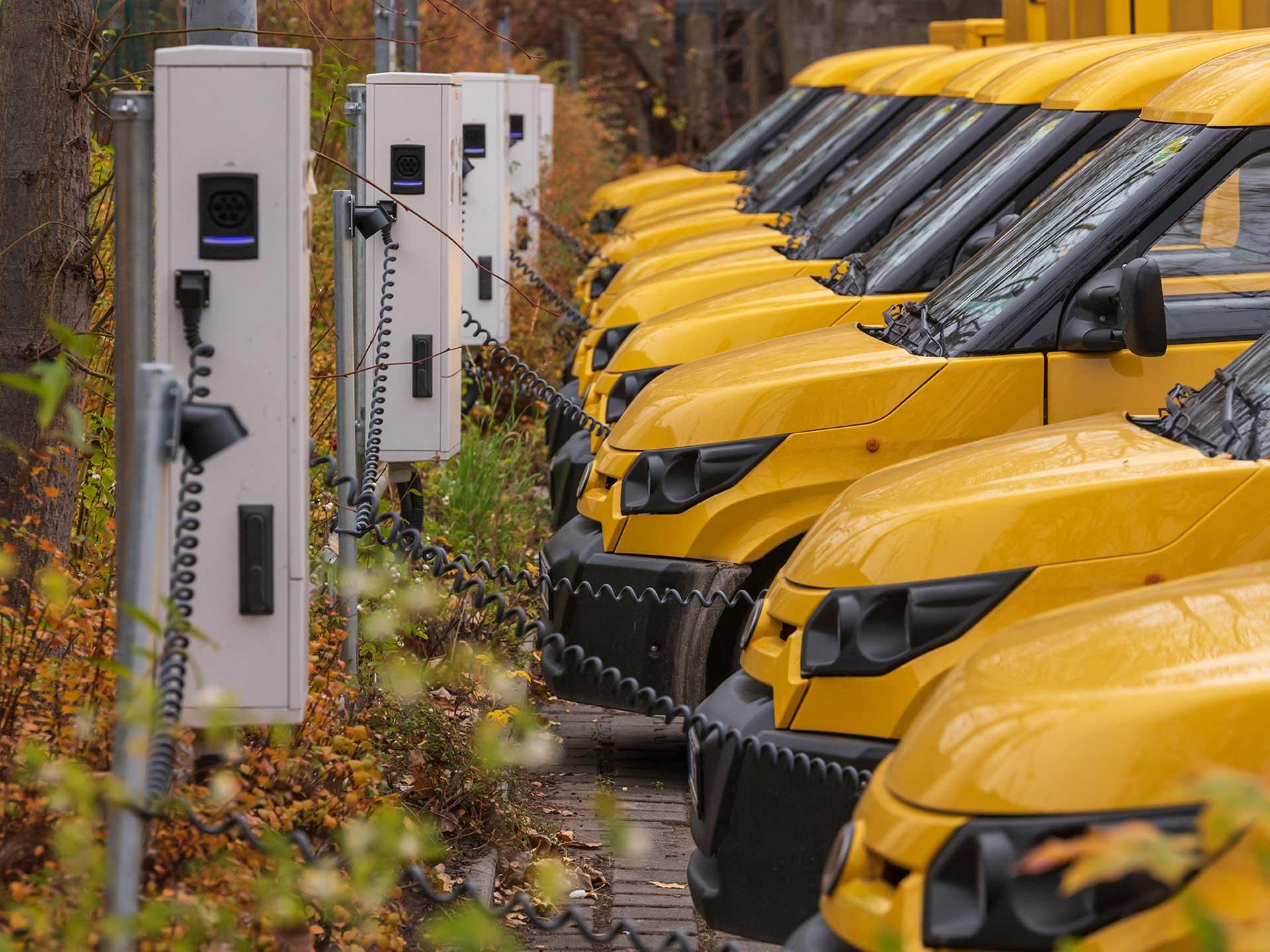 FedEx aims to be carbon neutral by 2040, pledges $2 billion